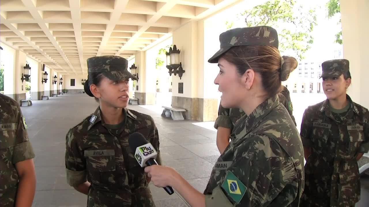 'Plugue' fala das novidades e mostra a rotina das primeiras cadetes do Exército - Parte 3