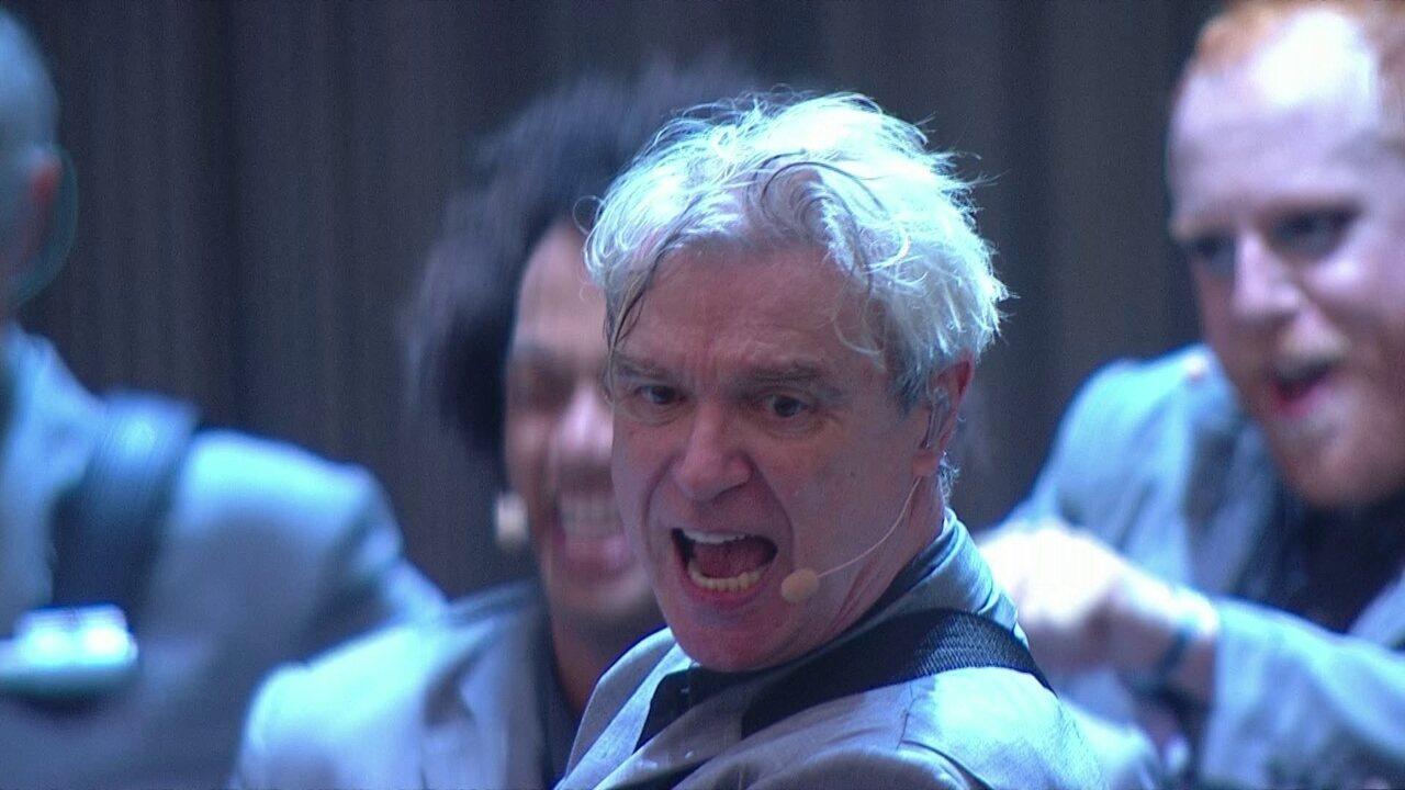 David Byrne toca