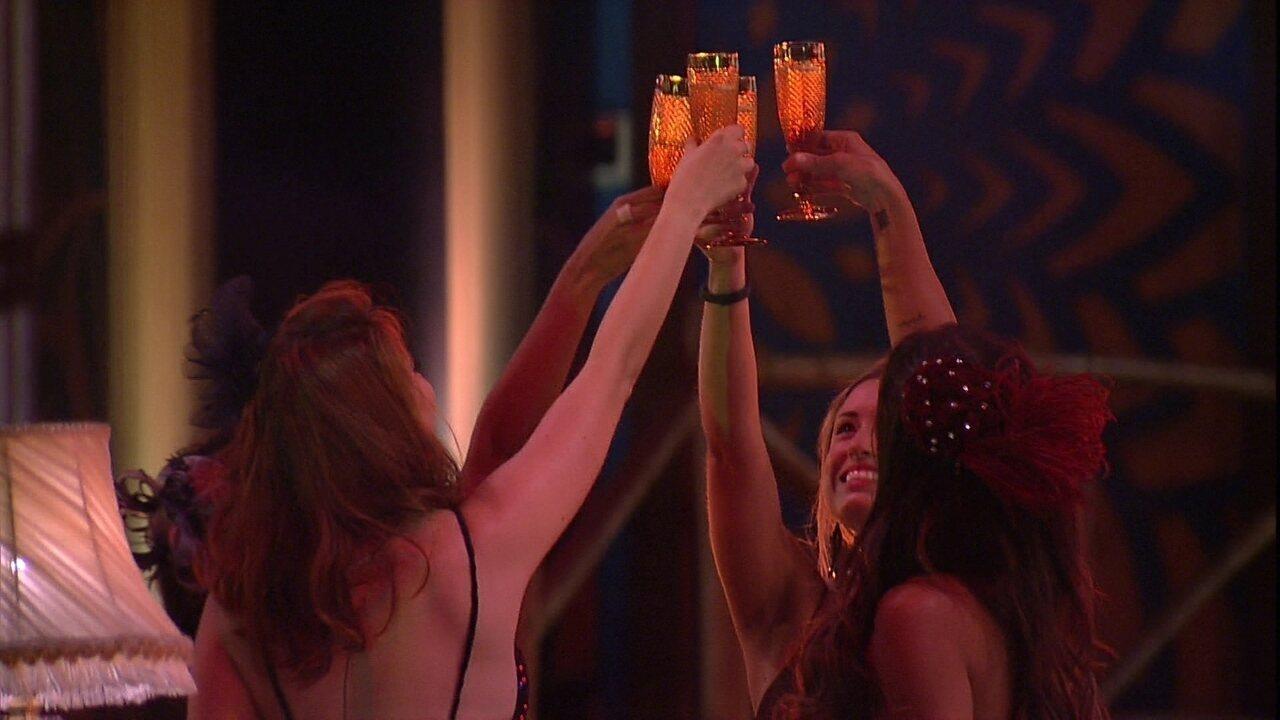 Sisters fazem brinde na festa A era do Rádio
