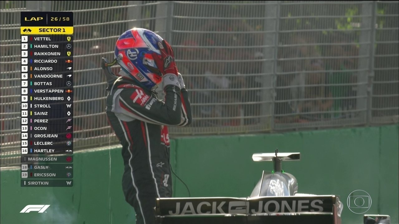 Magnussen e Grosjean, ambos da Haas, abandonam em sequência após irem para os boxes