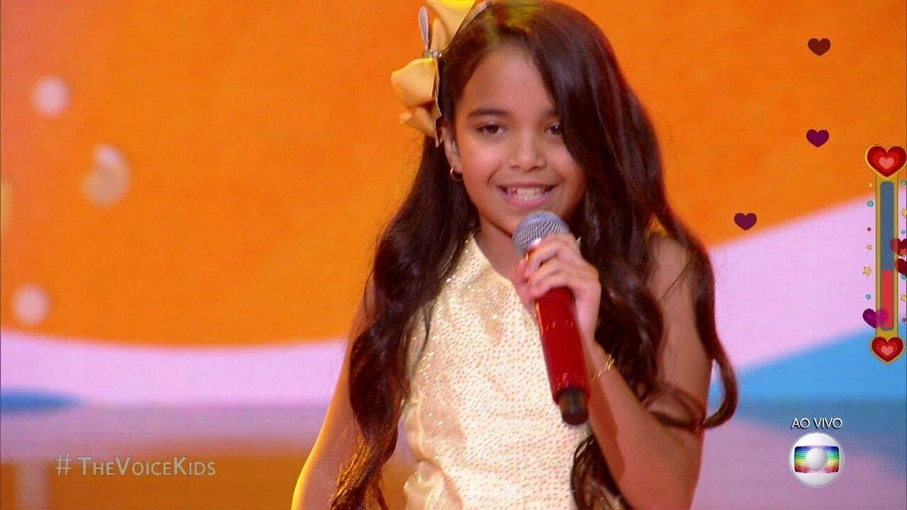 Mariah Yohana canta 'Biquini de Bolinha Amarelinha Tão Pequenininho' no Show ao vivo