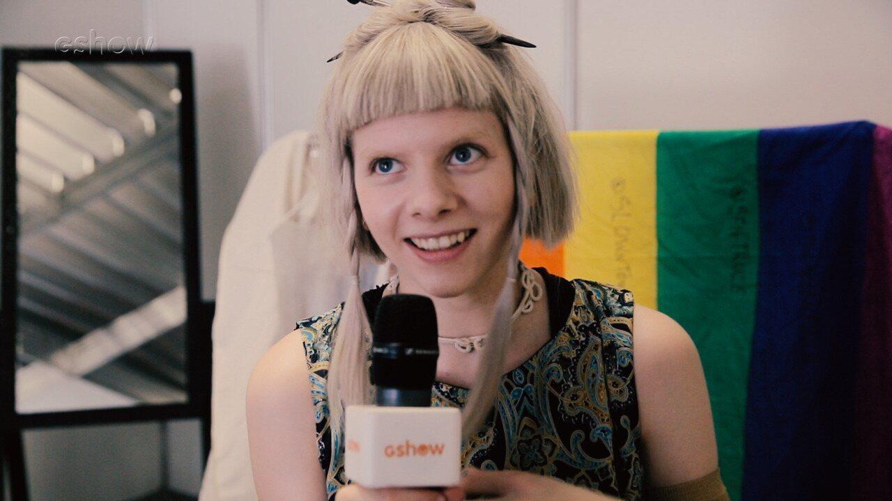 Aurora, cantora norueguesa, entrega admiração por Baby do Brasil e amor por brigadeiro