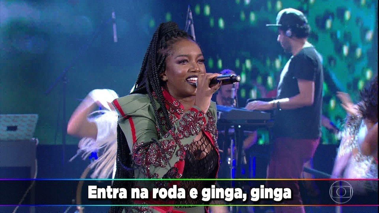 Iza canta 'Ginga' no 'Domingão'