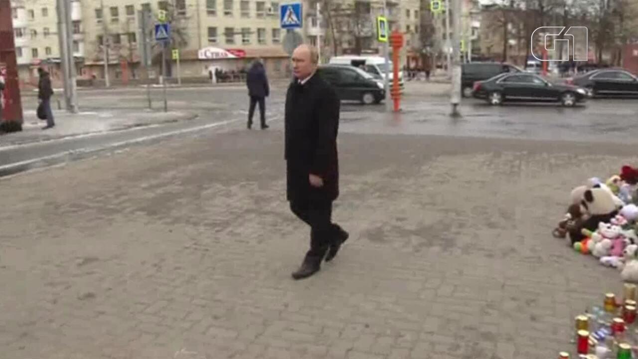 Milhares de pessoas fazem protesto contra incêndio na Rússia; Putin visita memorial