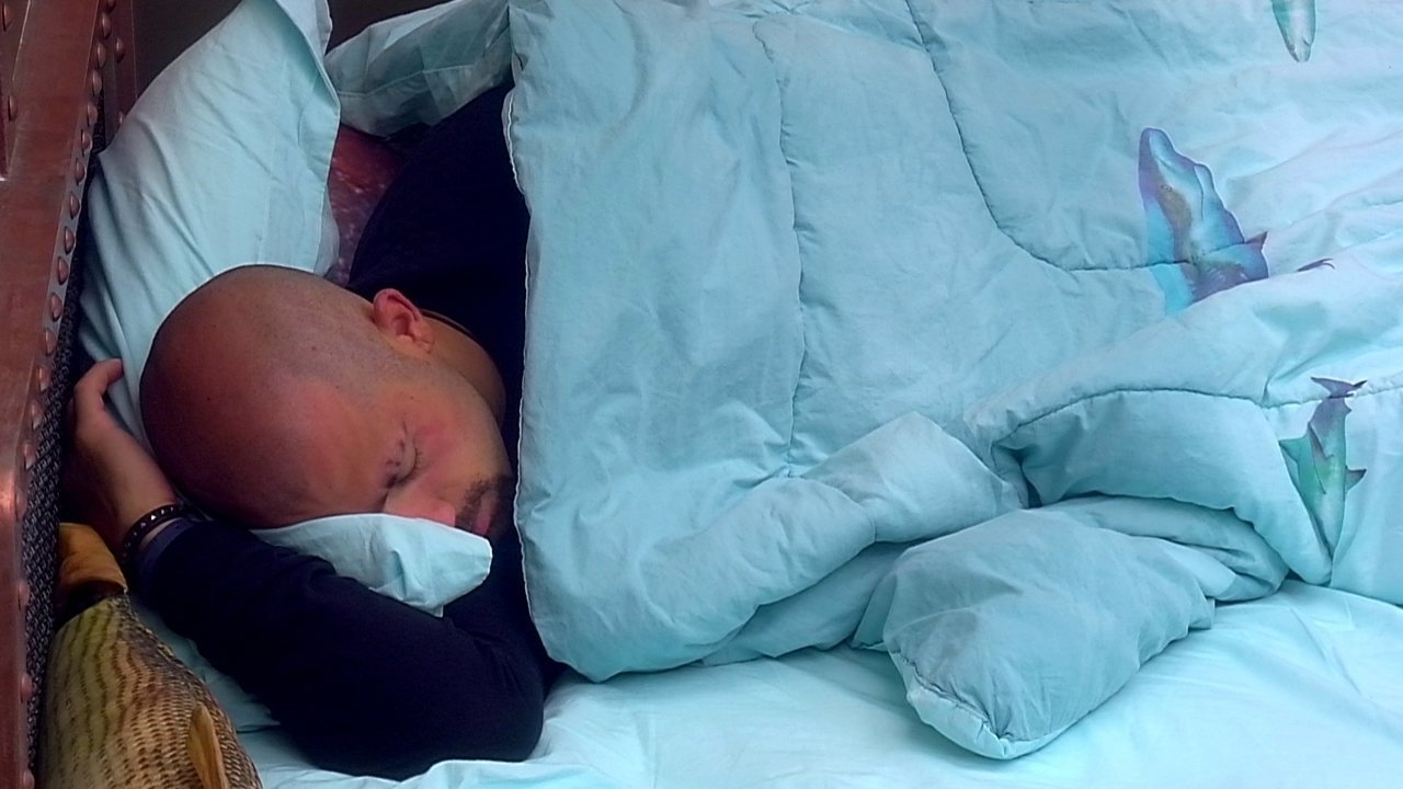 Kaysar volta a dormir em dia de Paredão