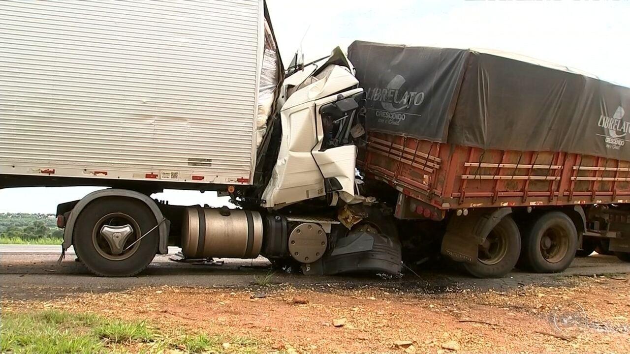 Acidentes na rodovia Castello Branco deixam dois mortos na região de Itapetininga