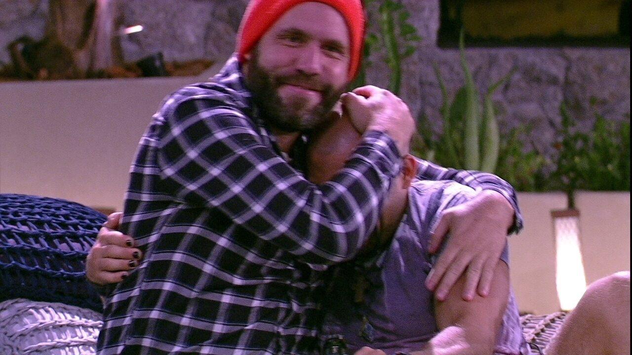 Caruso e Kaysar se abraçam: 'Seja o que Deus quiser'
