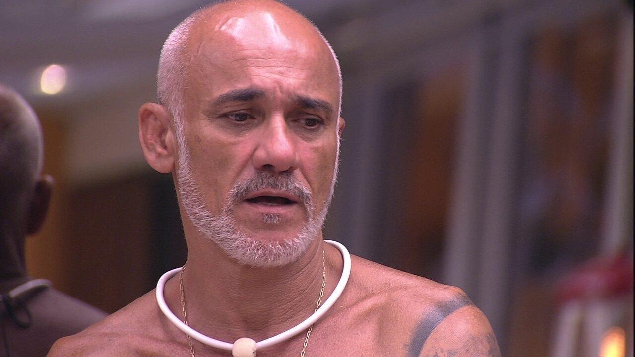Ayrton fica surpreso com cardápio do Tá com Tudo