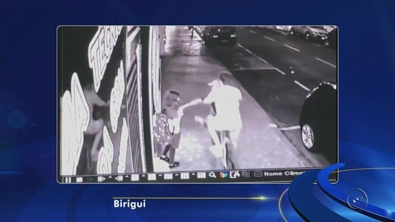 Câmeras flagram furto de celular de menina de 10 anos em Birigui