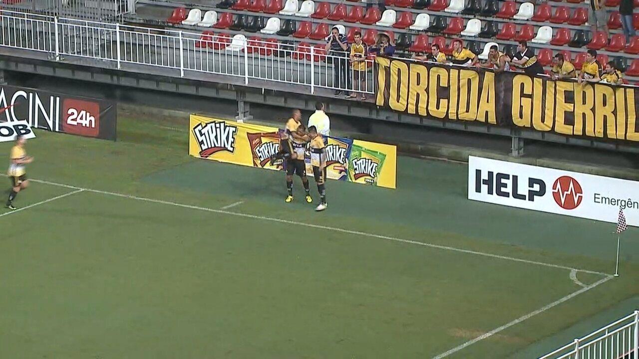 Gol do Criciúma! Fábio Ferreira avança, João Paulo cruza, Zé abre placar, aos 37