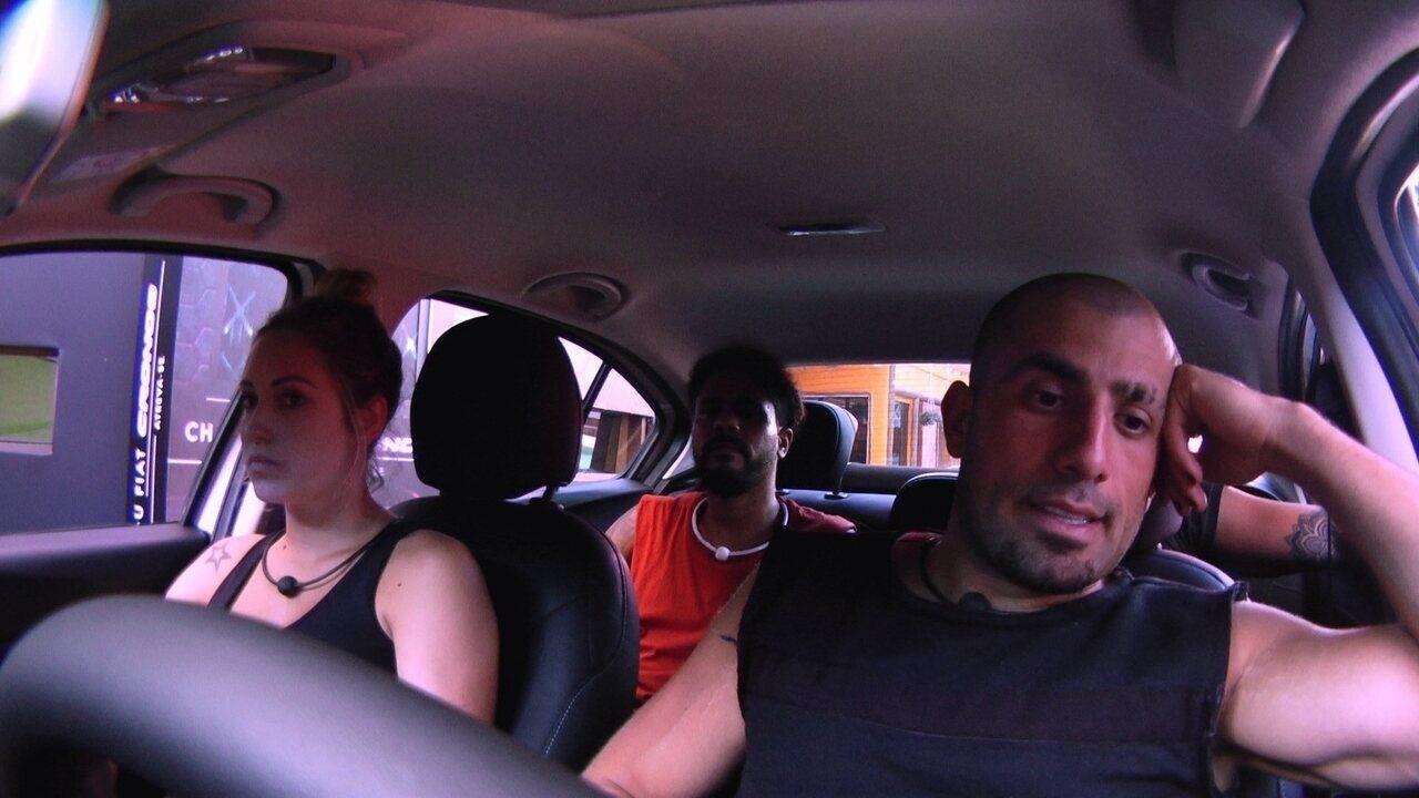 Brothers fazem prova em silêncio no Fiat Cronos Branco Alaska