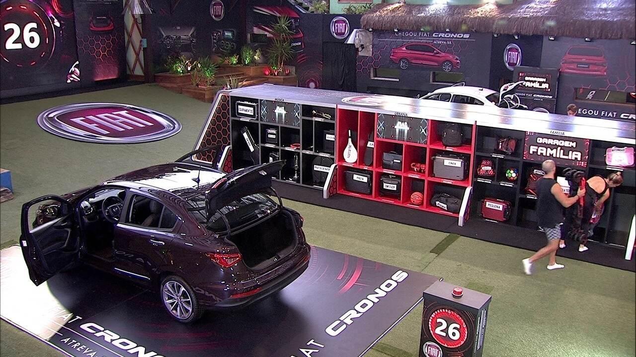 Jéssica e Kaysar devolvem bagagem do Fiat Cronos Vermelho Marsala à garagem Família