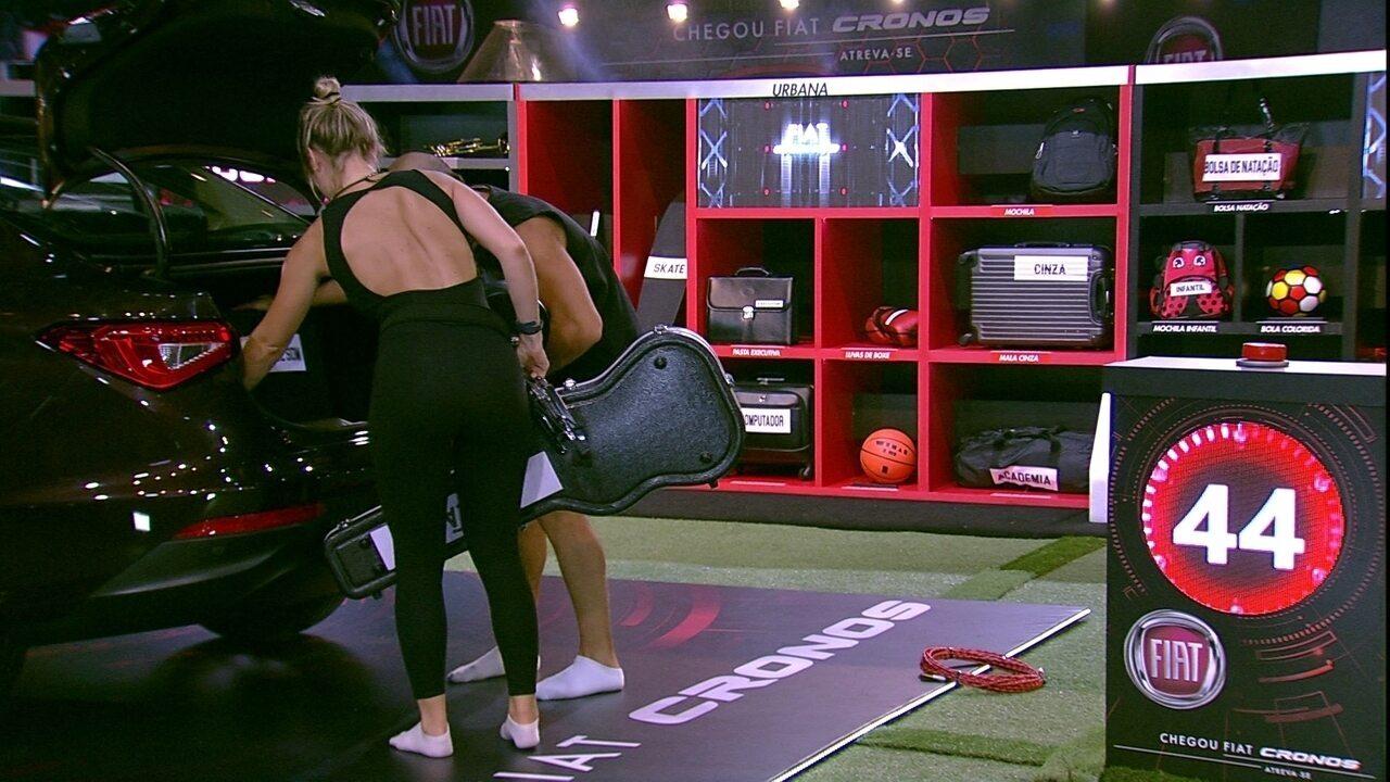 Kaysar e Jéssica enchem porta-malas com itens da garagem Música
