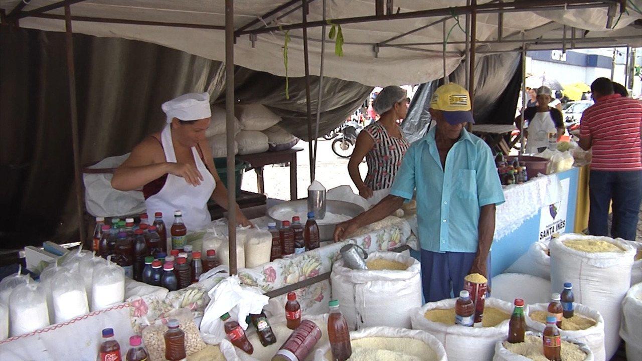 Produtos do campo são comercializados na Feira do Produtor em Santa Inês