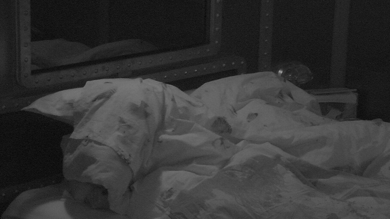 Ana Clara dorme com Ayrton, Gleici e Wagner no Quarto Submarino