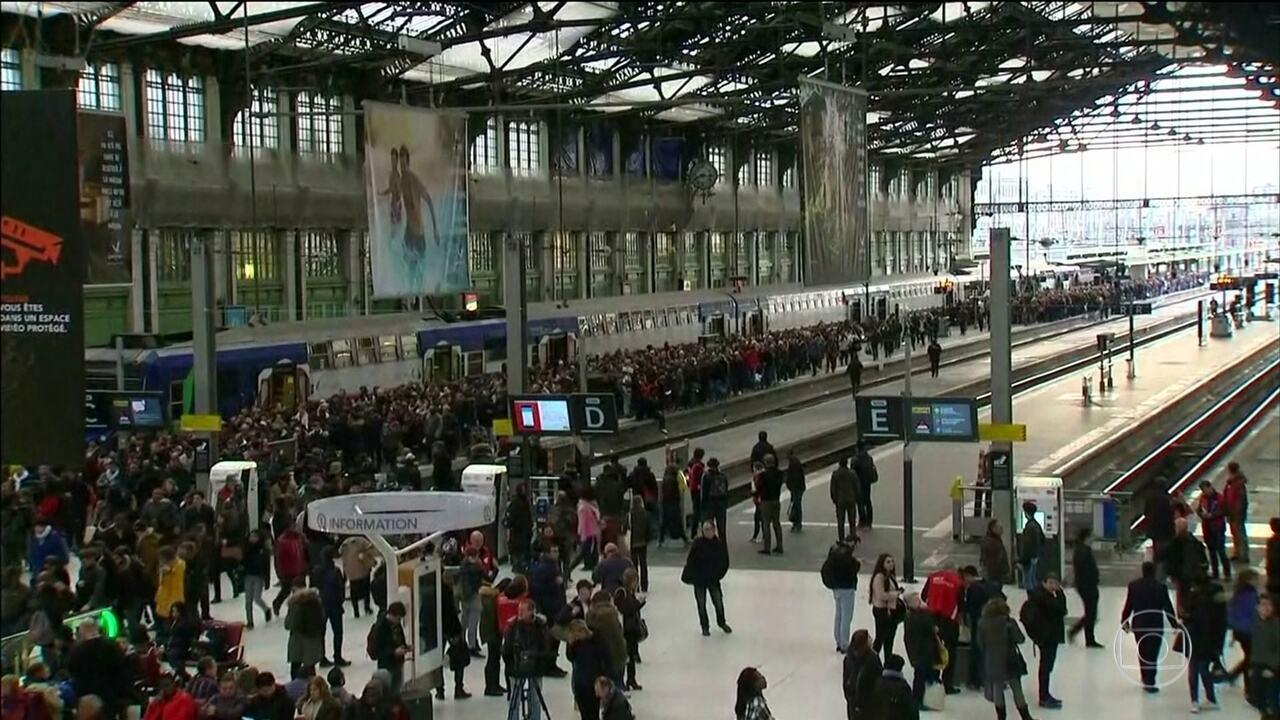 Greve dos ferroviários na França tem adesão de 80%