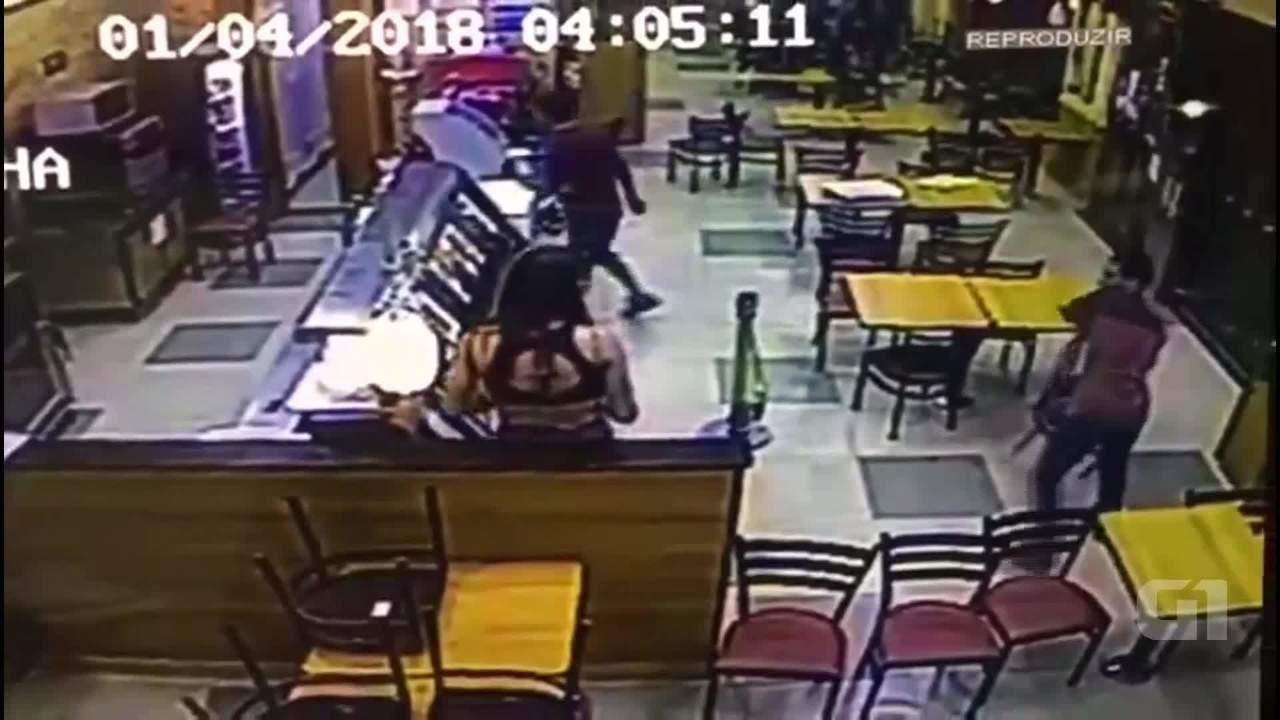 Transexual é agredida com pauladas e cadeiradas no DF