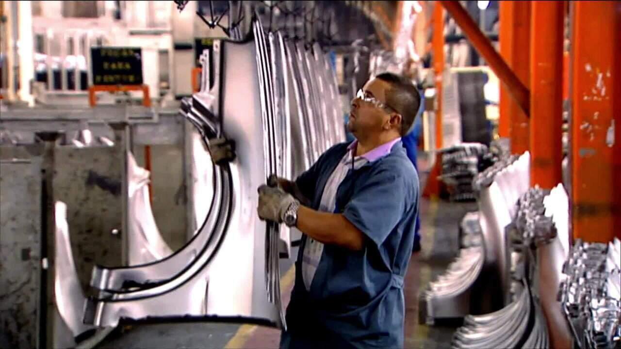 Produção industrial cresce em fevereiro, mas só 0,2%