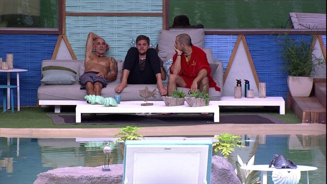 Ayrton convida Breno para conhecer o Rio de Janeiro: 'Vou te levar a uns lugares legais'
