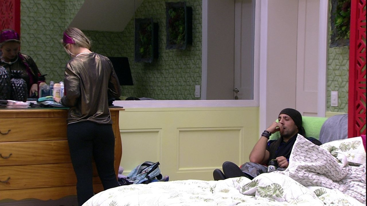 Jéssica pergunta se Kaysar 'quer dar o coração para alguém' e ouve: 'Se você cuidar'