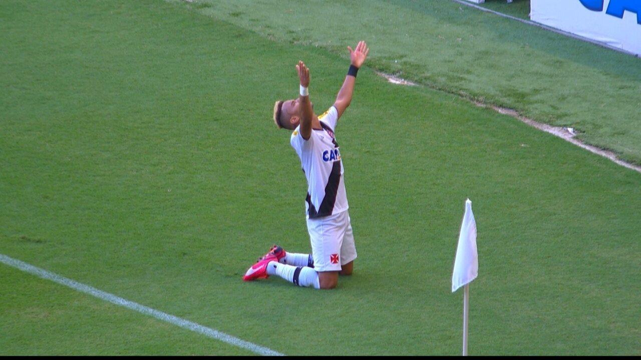 Confira os dois gols de Rafael Silva na decisão do Carioca de 2015 contra o Botafogo
