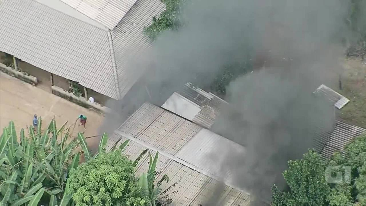 Galpão pega fogo em Brazlândia nesta sexta-feira (6)