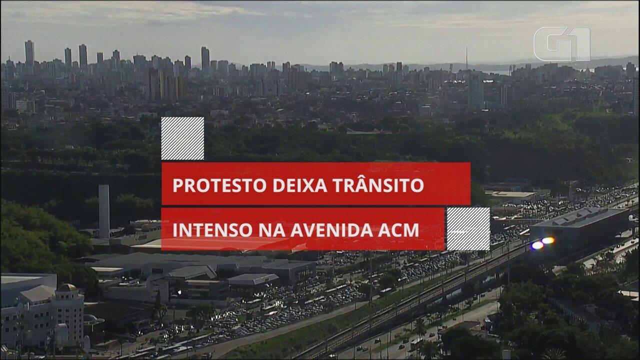 Protesto deixa trânsito intenso na Avenida ACM