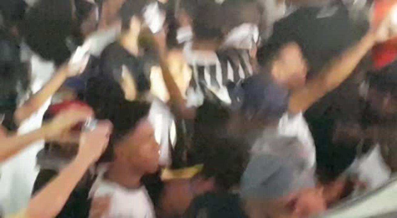 d0e7b1242b Vídeos e fotos  torcida faz festa na Arena e abraça o Corinthians ...