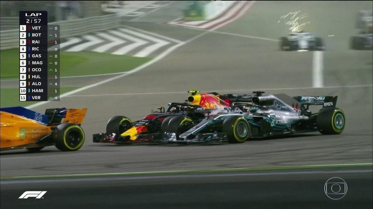 Verstapen disputa posição com Hamilton, e acaba com pneu estourado