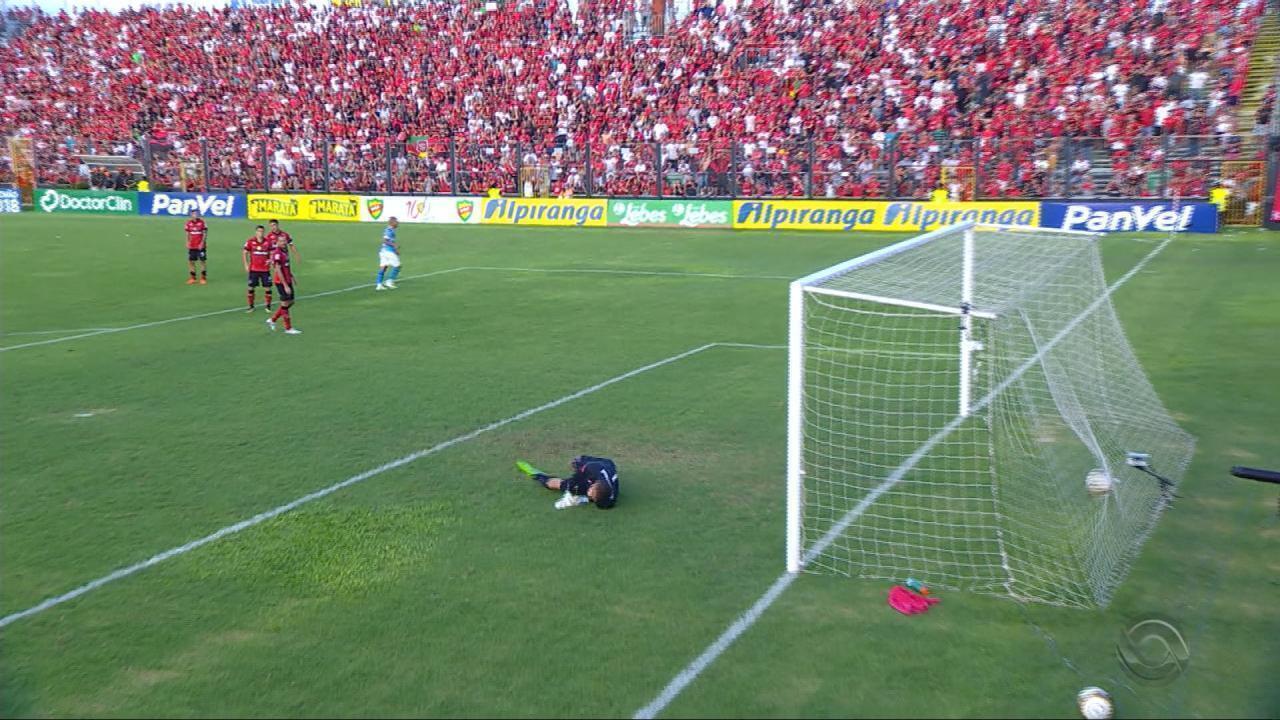 Alisson marca contra o Brasil na final do Gauchão de 2018
