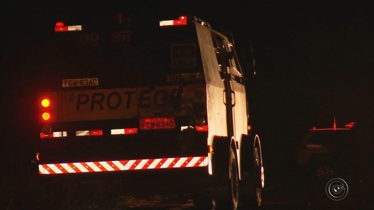 Motorista de carro registra tiroteio contra carro-forte em rodovia na região de Marília