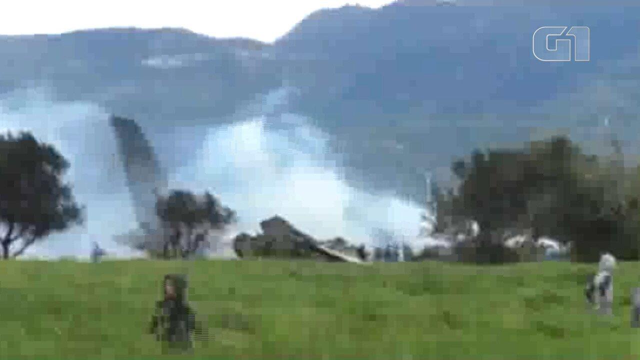 Avião militar cai na Argelia com mais de cem pessoas a bordo