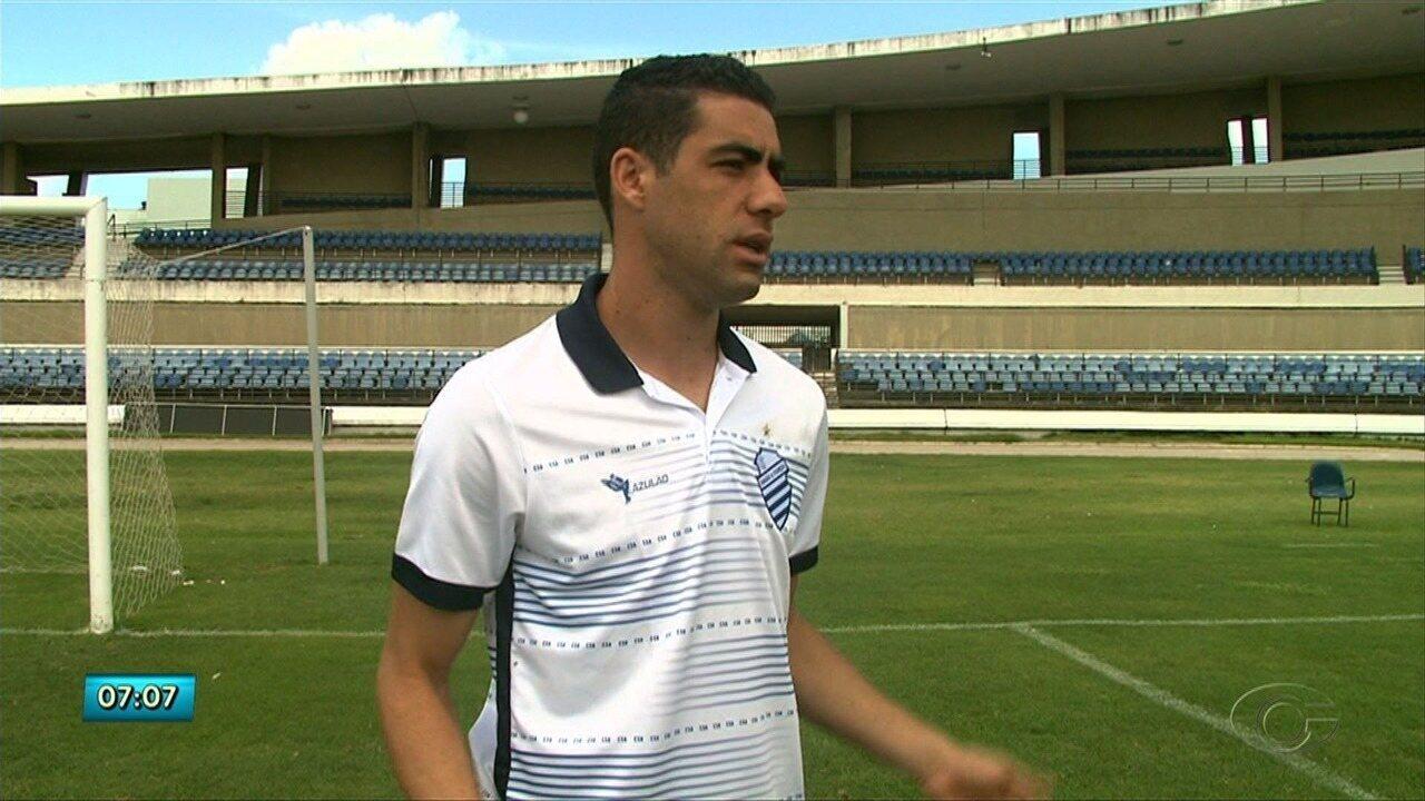 Jogador do CSA Xandão bate um papo descontraído com o Globo Esporte-AL