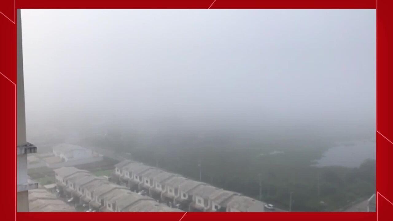 Morador registra névoa no Bairro Messejana, em Fortaleza