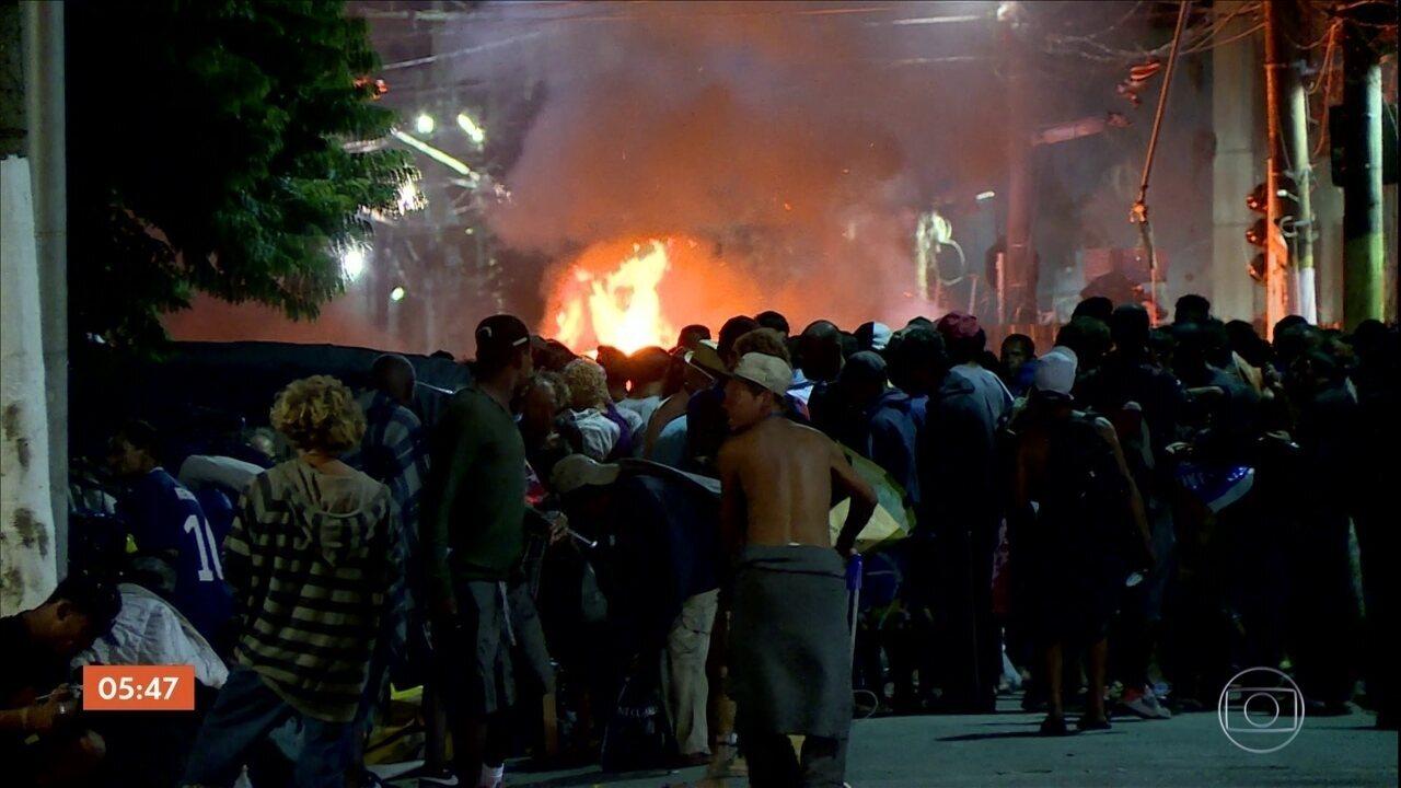 Lojas são depredadas por usuários de drogas após confusão na Cracolândia