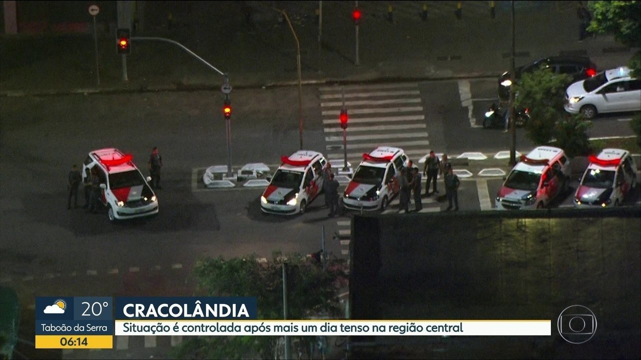 Cracolândia tem ruas bloqueadas e fogo ateado por usuários de drogas um dia após confronto