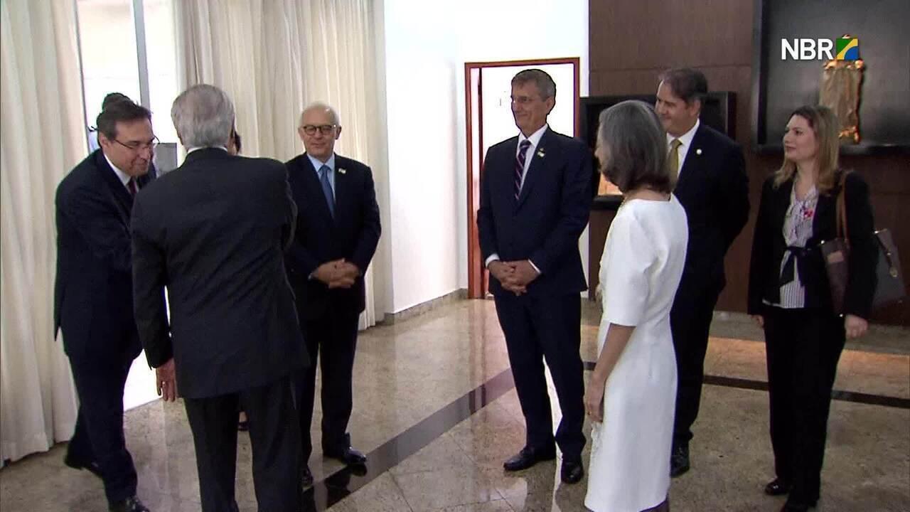 Temer passou a presidência para Cármen Lúcia na base aérea de Brasília