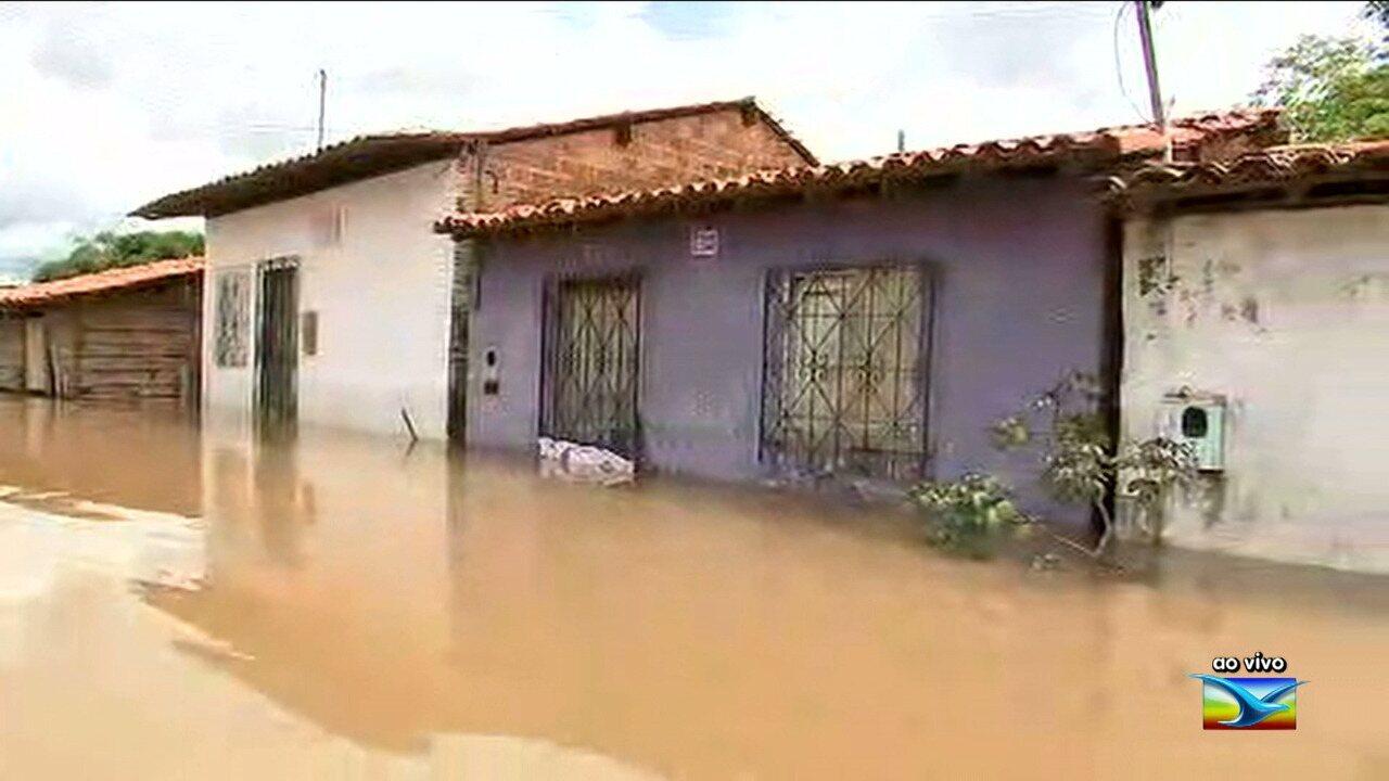 Enchentes deixam desabrigados em Pedreiras no Maranhão