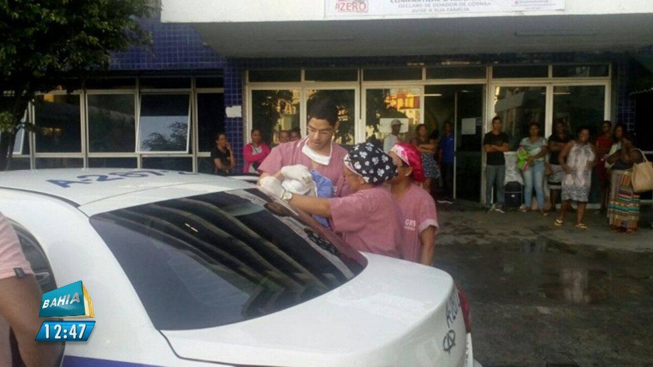 Taxista ajuda a fazer parto na entrada do Hospital Roberto Santos, em Salvador
