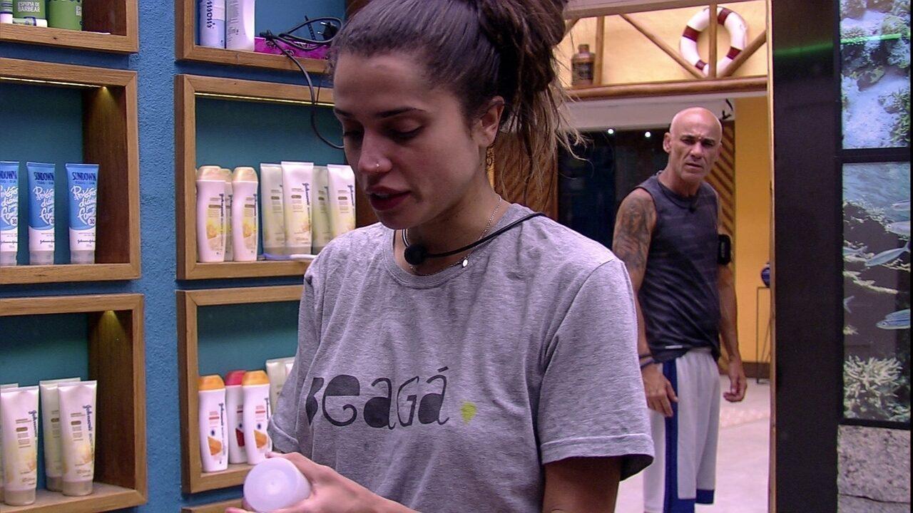 Ayrton acorda e pergunta a Paula: 'Cadê Breno e Ana Clara?'