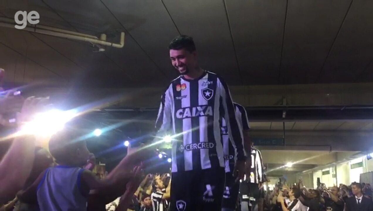 Botafogo apresenta novo uniforme para a temporada 2018