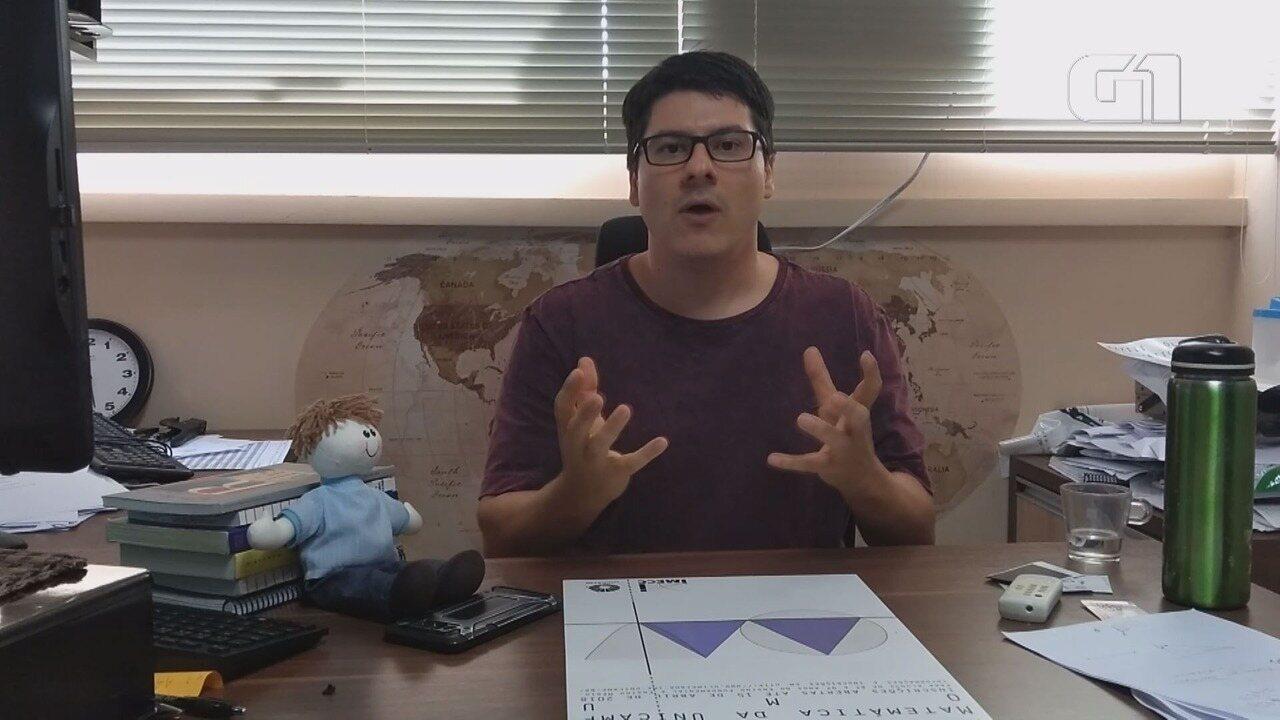 Professor da Unicamp interage com boneco Joaquim em vídeos de matemática na web