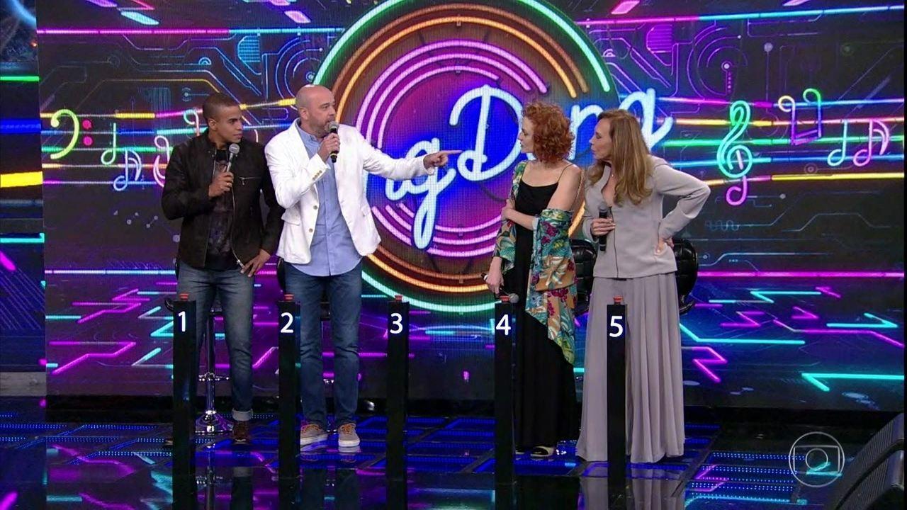 Alex Escobar e Thiago Oliveira acertam campainha número 4: Daniel foi o primeiro cantor a aparecer no programa!