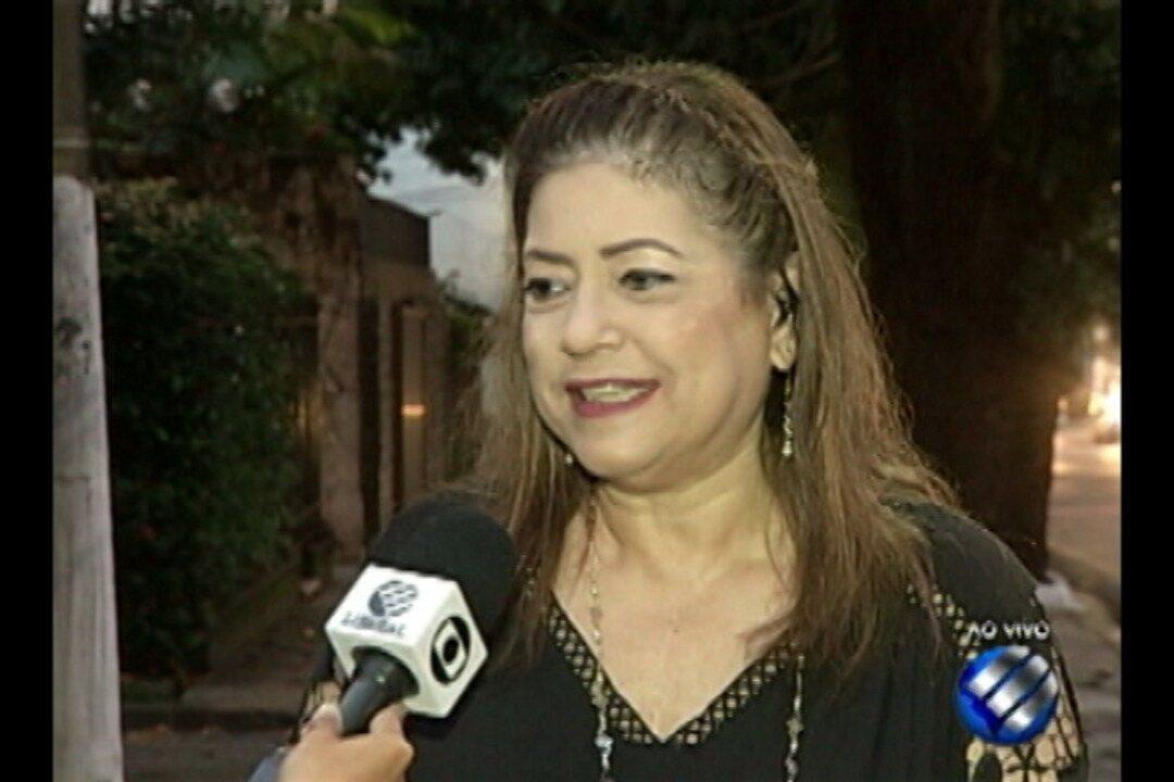 Fonoaudióloga Márcia Salomão fala da importância de cuidar da voz.
