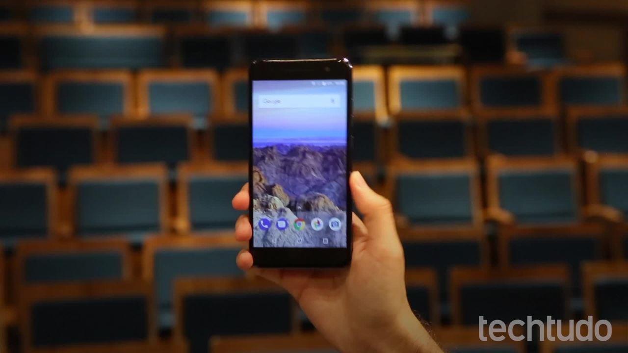 Quantum V: smartphone tem projetor