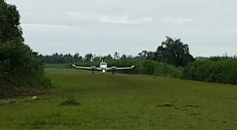 Vídeo mostra avião 'atolando' em tentativa de decolagem no Pantanal em MT