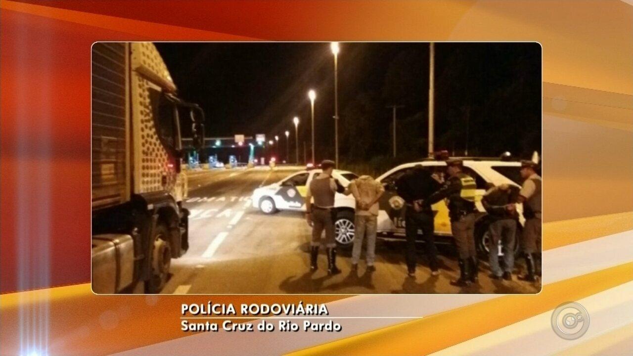 Trio sequestra caminhoneiro em rodovia de Santa Cruz do Rio Pardo