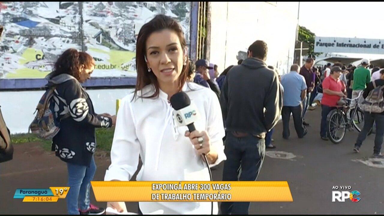Centenas de candidatos formam fila em busca de empregos temporários na Expoingá, em Maringá