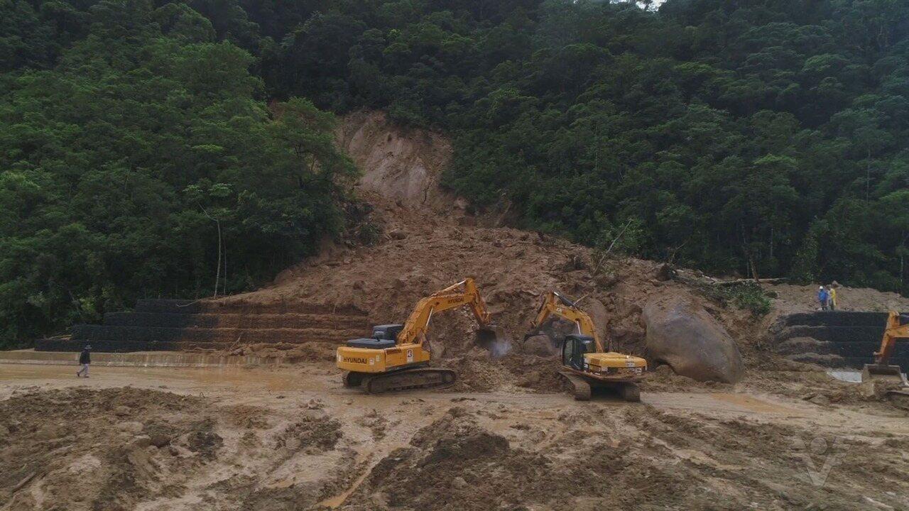 Trabalhos de desobstrução da Mogi-Bertioga continuam
