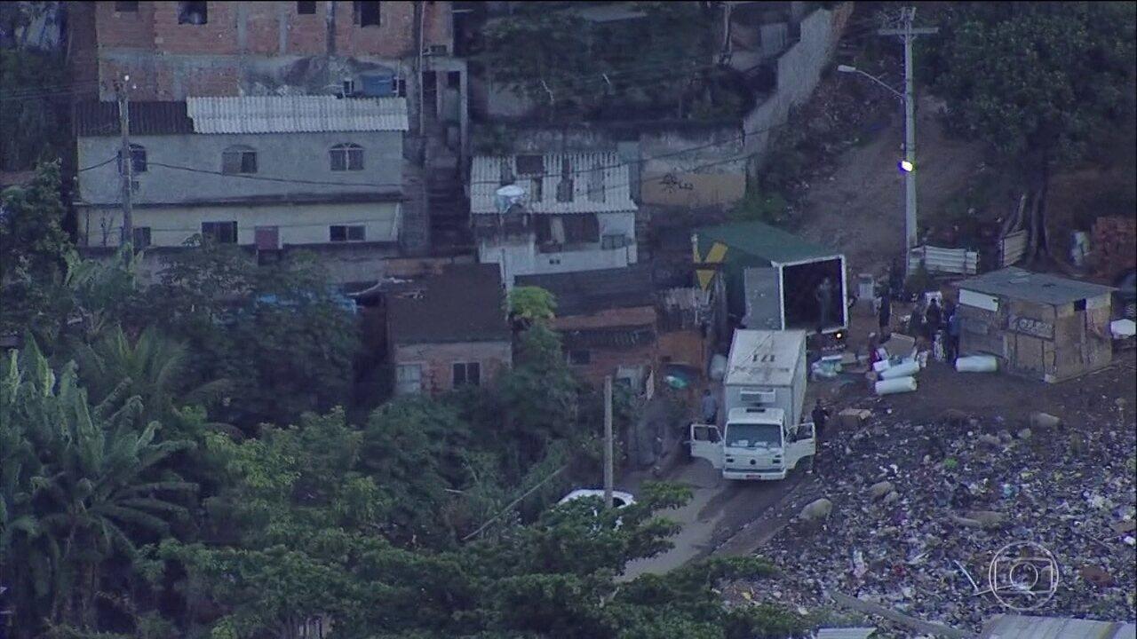 Flagrante mostra roubo de carga perto de base de base da Força Nacional, no Rio
